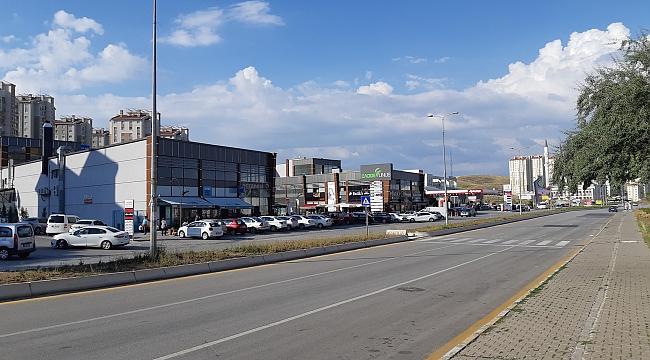 Yapracık'daki AVM'lerde Boş Dükkanlar Kiracı Beklerken, Şimdi 3. AVM Açıldı