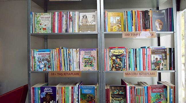 Ankara'da Çöpe Atılan Kitaplardan Gezici Kütüphane Yapıldı